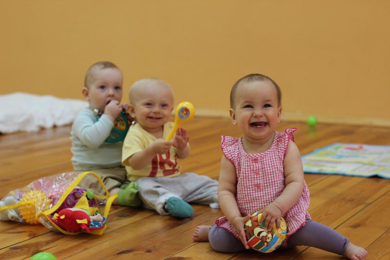 профилактика,укрепление мышц нижних конечностей,укрепление здоровья малыша,JoyKid,йогатерапия для детей,упражнение для детей до 12 месцев,дисплазия тазобедренных суставов,коала-мама,